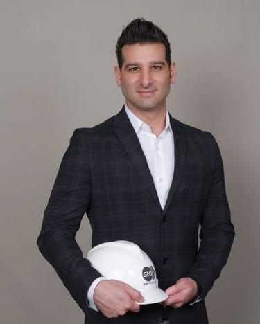Adam Azad Kaligi Geo Forward 2020
