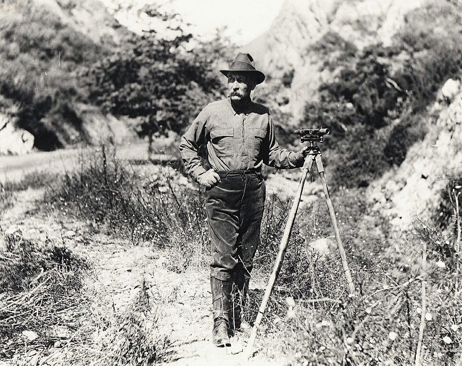William Mulholland was superintendent of the Los Angeles Water Department Aqueduct Project in 1886.